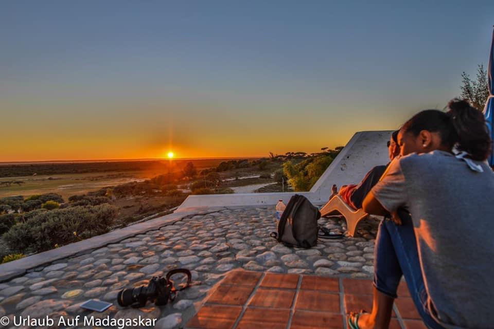 Lever du Soleil sur la piscine de l'Hôtel salary Bay, Sud Ouest Madagascar