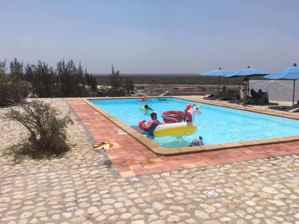 La piscine de l'Hôtel Salary Bay, Sud Ouest de Madagascar, le bonheur des enfants