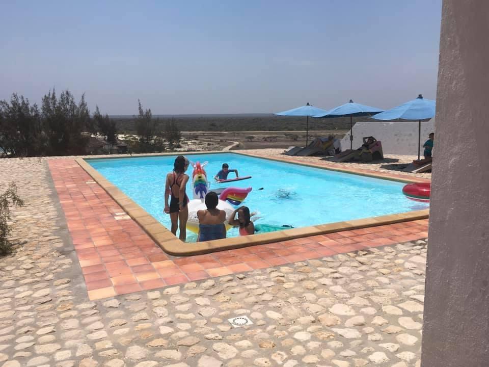 La piscine de l'Hôtel Salary Bay, Sud Ouest de Madagascar - Jeux d'enfants